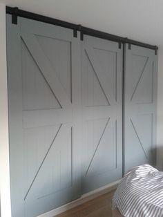 #Houten kastdeuren #slaapkamer #krijtverf #painting the past Eucalyptus Gemaakt door: www.vantkloosterbouw.nl