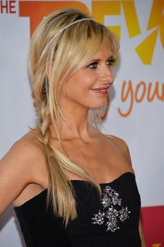 Pin for Later: The Side Plait Is the Perfect Bad Hair Day Remedy Sarah Michelle Gellar Five Minute Hairstyles, Cute Hairstyles, Wedding Hairstyles, Updo Hairstyle, Celebrity Hairstyles, Sarah Michelle Gellar Buffy, Side Plait, Side Braids, Chignon Wedding