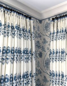 Photo via Mark Sikes patterned matched blue and white floral drapes window treatments Drapes And Blinds, Window Drapes, Window Coverings, Drapes Curtains, Blue Drapes, Blue Home Decor, Home Decor Bedroom, Mark Sikes, Country Style Curtains