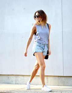 THE AUGUST DIARIES | summer outfit, jean shorts, grey tank, converse
