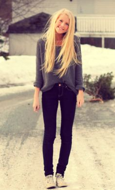 Sure cute for fall/ winter fashion. The sweater is simple and cute then the dark was skinnies are just so adorable. Then the flats to wrap it all up Teen Fashion, Love Fashion, Fashion Outfits, Hipster Fashion, School Fashion, Fall Winter Outfits, Autumn Winter Fashion, Casual Outfits, Cute Outfits
