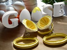 A Goose That Lays Golden Eggs,  by Geraint Krumpe of Y Line Product Design — Kickstarter. Basically it scramble an egg without breaking the shell