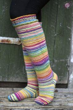 LANKAHELVETTI: Kun sateenkaari ja vaahtokarkki kohtasivat Crochet Socks, Knit Or Crochet, Knitting Socks, Knit Patterns, Bunt, Mittens, Underwear, Tights, Sewing