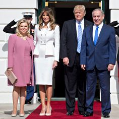 Melania Trump Stuns In White Suit Meeting Bibi Netanyahu And Wife Sara. Donald Trump and First Lady Melania Trump are together in Washington for the first ti. White Skirt Suit, White Suits, Donald Trump, Female Bond, Diamond And Silk, First Ladies, Donald And Melania, Benjamin Netanyahu, The Oc