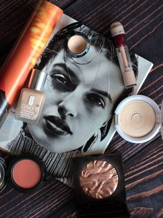 Nachdem ich meine Beauty-Inventur durchgeführt habe und Euch Tipps zum Ausmisten Eurer Makeup-Sammlung gegeben habe, folgen heute meine Makeup-Basics auf die ich nicht verzichten möchte. Die nahezu tä