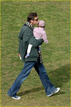 Just when you thought Hugh couldn't possibly be more attractive, he put on some dad jeans and picked up his baby daughter. Boom.