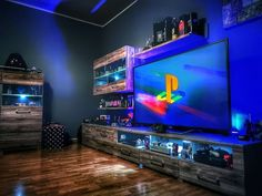 40 Amazing Game Room Design Ideas You Must Copy Now Computer Gaming Room, Computer Desk Setup, Gaming Room Setup, Gaming Rooms, Future House, My House, Deco Gamer, Small Game Rooms, Inside A House