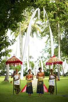 Balinese Flower Girls | Project by Alila Hotels and Resorts (Bali) http://www.bridestory.com/alila-hotels-and-resorts-bali/projects/ocean-front-wedding