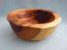 Soustružená miska ze švestkového dřeva s krásným zabarvením