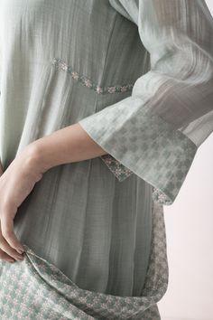 ALAIA Chanderi kurta with handblock details on the hem. Pakistani Formal Dresses, Indian Dresses, Pakistani Outfits, Indian Suits, Indian Wear, Indian Attire, Punjabi Suits, Salwar Kurta, Anarkali