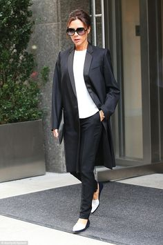 Victoria Beckham turns heads in coordinated black and white outfits - Celebrity Fashion Trends David And Victoria Beckham, Victoria Beckham Style, Black Jumper, Black Pants, Victoria Beckham Collection, Celebrity Style Casual, Pencil Skirt Outfits, White Outfits, Fall Outfits