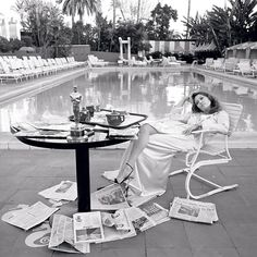 Faye Dunaway - Oscar Ennui, Los Angeles, 1977 | From a unique collection of portrait photography at https://www.1stdibs.com/art/photography/portrait-photography/
