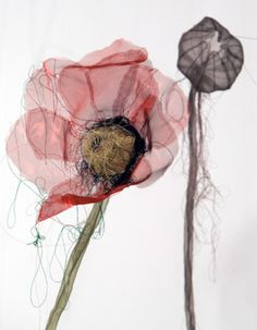 Organza poppies, the semi transparent fabric makes the flowers appear delicate, almost ghostly. Sculpture Textile, Textile Fiber Art, Soft Sculpture, Sculptures, Fabric Flowers, Paper Flowers, Flowers Wallpaper, Art Watercolor, Creation Art