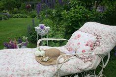 Shabby chic & pretty garden space
