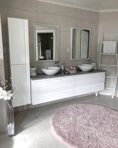 Bygget drømmehuset fra Fiskarhedenvillan. Få inspirasjon fra @nytalhjem hjem, fint hus fra Fiskarhedenvillan. Baderom fra rorkjop.no Decor, Double Vanity, Vanity, Home Decor, Bathroom Vanity, Bathroom, Inspiration, Bathroom Inspiration