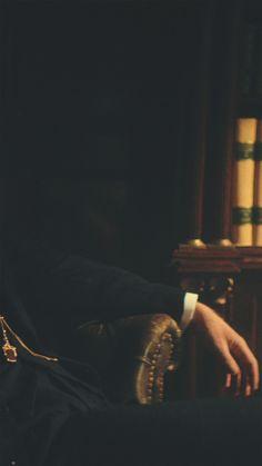 Peaky Blinders Tommy Shelby, Peaky Blinders Thomas, Cillian Murphy Peaky Blinders, Peaky Blinders Poster, Peaky Blinders Wallpaper, Bandana Hairstyles For Long Hair, Elite Hotels, The Bad Seed, Man Photography