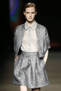 Justicia Ruana. Grey silver suit. 080 Barcelona