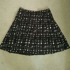 New York and company skirt Brown and white skirt. With zipper on the side. Goes past the knee. New York & Company Skirts Midi