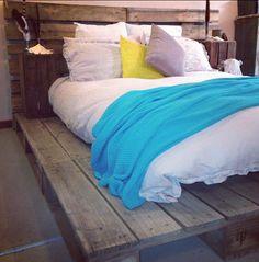 Trendy Diy Home Decor Pallets Platform Beds Guest Rooms 40 Ideas Bedroom Furniture Makeover, Diy Home Decor Bedroom, Bedroom Ideas, Pallet Platform Bed, Bed Platform, Diy Pallet Bed, Pallet Ideas, Wood Ideas, Diy Storage Bench