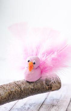 DIY Vögel aus Modelliermasse basteln - tolle DIY Deko Idee für den Frühling - Frühlingsdeko selber machen  #diy #frühling #deko #basteln