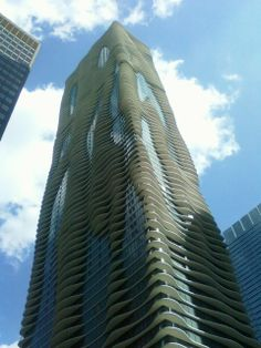 Funny pictures about The 'Aqua' building in Chicago. Oh, and cool pics about The 'Aqua' building in Chicago. Also, The 'Aqua' building in Chicago photos. Unique Buildings, Interesting Buildings, Beautiful Buildings, Unique Architecture, Building Architecture, Aqua, Places In America, Unusual Homes, Building Design