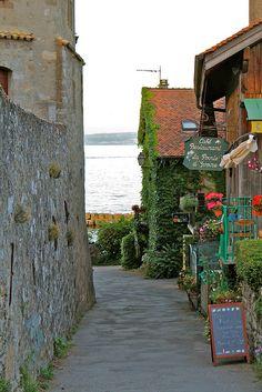 ...Y entre los pueblos más bellos de Francia, Yvoire - Viajes - 101lugaresincreibles -