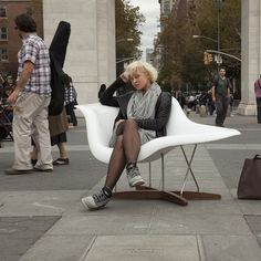Good Morning check out this #newyorker relaxing in our La Chaise designed by Ray and Charles Eames around #NYC today!! #streetseats #eames #lachaise #modern #midcentury #mcm #midcenturymodern #iconic #designer #seat #chaise #furniture #furnitureporn #ny #moma #charlesandrayeames #white #fiberglass #reproduction