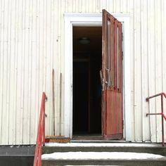 Kaiteet Issula ❤ #secondhome #renovation #remonttikohde #vanhattalot #pelastetaanvanhattalot #loveit❤️ #mökkihöperöt #etuovisisustus #issula #iitti