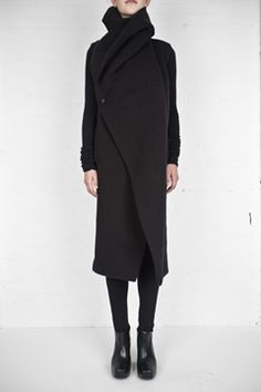 To know more about Rick Owens Lilies folded collar coat, visit Sumally, a social network that gathers together all the wanted things in the world! Featuring over 204 other Rick Owens Lilies items too! Image Fashion, Dark Fashion, Minimalist Fashion, Winter Fashion, High Fashion, Petite Fashion, Looks Style, Style Me, Fashion Moda