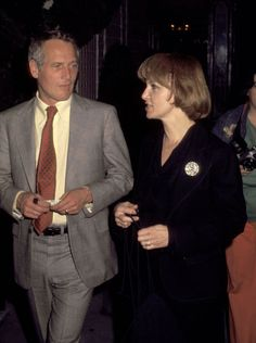 Não era incomum fotografá-los off restaurantes Beverly Hills sair para jantar sozinho. Neste caso, essa imagem de 1977 foi tomada na porta do Le Bistrot.