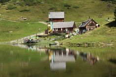 Duisitzkarsee - herrliches Wandergebiet im Ennstal #wandern #bergsee #familientour Homeland, Austria, The Good Place, Cabin, Nice, House Styles, Places, Beautiful, Hiking