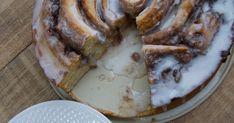 Λατρεύω την κανέλα και πρέπει να ομολογήσω ότι όπου μπορώ και δεν μπορώ την χρησιμοποιώ. Ειδικά βέβαια στα γλυκά που τα απο... Cinnamon Rolls, Cake, Cinammon Rolls, Kuchen, Torte, Cookies, Cheeseburger Paradise Pie, Tart, Pastries