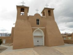 san francisco de asis church One historic site you'll want to visit if your western road trip takes you to northern New Mexico is the San Francisco de Asis Mission. This old mission church built circa 1772 is located in Rancho de Taos New Mexico, just four miles south of the Taos plaza and just east of NM 68.