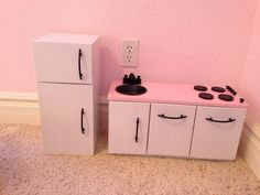 doll furniture DIY doll kitchen for our American Girl dolls American Girl House, American Girl Crafts, American Doll Clothes, American Dolls, Diy Doll Kitchen, Ag Doll House, Doll Houses, American Girl Accessories, Doll Accessories