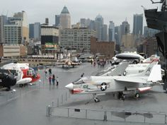 INTREPID FLIGHT DECK. Luis MC Intrepid Museum, Museums In Nyc, Flight Deck, Exhibitions, Opera House, Aviation, Aircraft, Building, Places