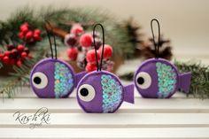 Vánoční+kapříci+/+fialová+Vánoční+dekorace+z+plsti.+Rybičky+je+možnéudělat+ve+třech+velikostech+-+6cm,+5,5cm+nebo+5+cm.+Standartně+dělám+ve+velikosti+5,5+cm.+Na+přání+vyrobím+ozdoby+v+jakékoliv+barevné+kombinaci.+Napište+mi,+prosím,+o+jakou+velikost+a+barvu+máte+zájem.+Cena+za+1+ks.