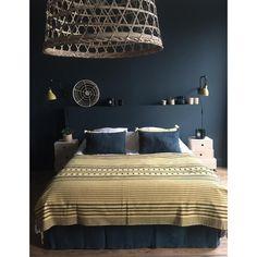 """La Maison Poétique (@lamaisonpoetique) sur Instagram: """"#homesweethome #yellowbedroom #appliquedcw #lighttinekhome #peintureargile #vertantique…"""""""