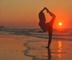 dancer on the beach by chelsea chen, via Flickr.com