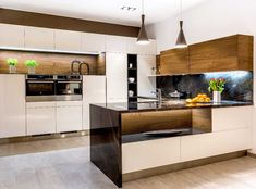 European sophistication in a modern kitchen. Your kitchen cabinets will stand out! Contemporary Kitchen Cabinets, Kitchen Cabinet Styles, Living Room Designs, Living Spaces, Luxury Interior, Interior Design, High Gloss Kitchen, Shaker Style Kitchens, Cuisine