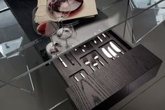 2 drawers 1 cutlery tray