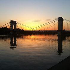 Un coucher de soleil sur le pont du Port-à-l'Anglais, par @ronnyparis.
