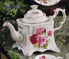 Konvička na čaj * bílý čtyřhranný porcelán zdobený zlatem a ručně malovanými růžemi ♥