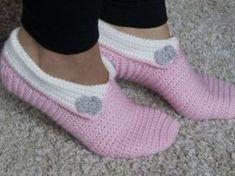 2 hours of house socks, variable size Crochet Slippers no. Chevron Crochet Patterns, Crochet Slipper Pattern, Crochet Patterns For Beginners, Crochet Slippers, Double Crochet, Crochet Lace, Free Crochet, Free Knitting, Knitting Patterns
