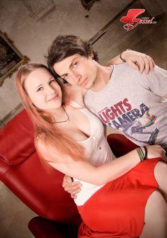 Pärchen auf #Roter Sessel. Im #Kreuzherrnsaal #Memmingen. Couple Photos, Couples, Decoration, Bold Colors, Red Color, Online Shopping, Room Interior, Photoshoot, Couple Shots