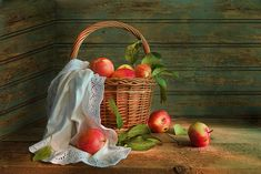 Красные яблоки ! С праздником,Яблочным Спасом,друзья!)