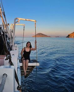 Miss @zoyaamirin waiting for sunset in Komodo National Park  Btw, don't forget to join #BenerBenerIndonesia for a chance to get free trip to Komodo   #sunsetmood