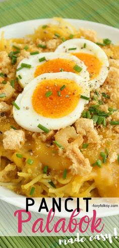 This recipe of Pancit Palabok is really simple one requiring the most simple ingredient from the yellow thick sauce and basic toppings but still delicious. Filipino Dishes, Filipino Recipes, Asian Recipes, Filipino Food, Ethnic Recipes, Filipino Noodles, Pinoy Food, Vegan Recipes Easy, Pork Recipes