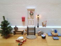 nissedør 2014 // kemoland.dk Christmas Balls, Christmas Crafts, Christmas Decorations, Xmas, Muñeca Diy, Elf Door, Fairy Garden Furniture, Shelf Furniture, Fairy Doors