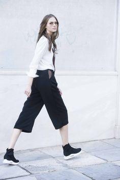 Quince pants Athens, Cropped Pants, Capri Pants, Collection, Fashion, Moda, Capri Trousers, Fashion Styles, Fashion Illustrations