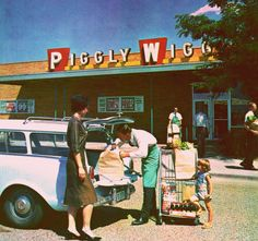 Piggly Wiggly, _ YES! My childhood visits to Phenix City, Alabama always included grocery store trips to Piggly Wiggly! Vintage Ads, Vintage Shops, Vintage Stuff, Vintage Food, Vintage Items, Vintage Woman, Piggly Wiggly, Cities, Ga In